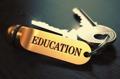 réserve vieux d'isolement par éducation de concept Clés avec le porte-clés d'or Images stock
