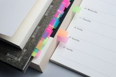 réserve vieux d'isolement par éducation de concept Placez du planificateur, des livres et des manuels photo stock