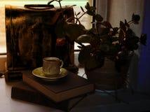 Réservez la chaîne magique de feuille de papier d'amour de divination de fleur de pendentif Images stock