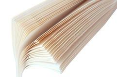 Réservez les pages, livre à leur tour, les feuilles blanches de livres avec les lettres noires Photos stock
