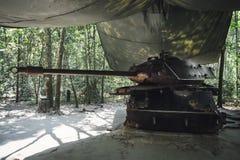 Réservoir américain détruit par Viet Congs dans le Chi de Cu, Vietnam photo stock