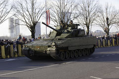 Réservoir au défilé militar en Lettonie Photos stock