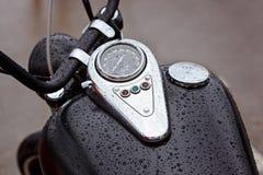 Réservoir avec le tachymètre avec des voyants d'alarme Photo libre de droits