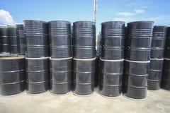 Réservoir chimique dans la cour de stockage Image libre de droits