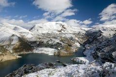 Réservoir couvert de neige images libres de droits