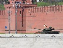 Réservoir d'Armata décoré du ruban St George Photographie stock