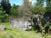 Réservoir d'eau dans le jardin Images libres de droits