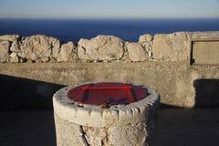 Réservoir d'eau en pierre images stock