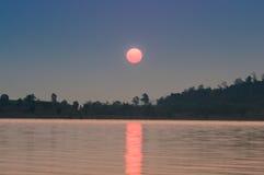 Réservoir dans la vue de lever de soleil Images stock