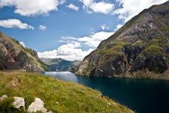 Réservoir dans les montagnes des Pyrénées espagnols Photo libre de droits