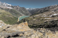 Réservoir de montagne dans les Alpes de la Suisse Photographie stock