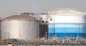 Réservoir de pétrole brut photographie stock libre de droits