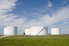 Réservoir de stockage d'essence photographie stock