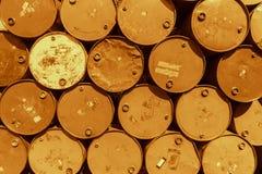Réservoir en acier de baril ou barils chimiques toxiques de mazout image stock