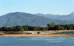 Réservoir en plaine orientale de la Corse photo stock
