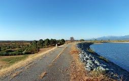 Réservoir en plaine orientale de la Corse image stock