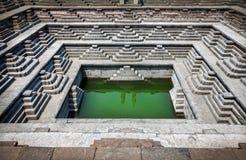 Réservoir fait un pas dans Hampi photographie stock libre de droits