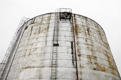 Réservoir industriel de stockage d'huile Images stock