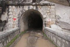 Réservoir Jandula, tunnel excavé dans la montagne du granit et l'ardoise dans le réservoir de Jandula Image stock