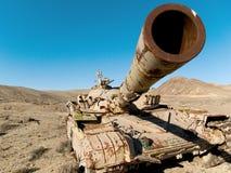 Réservoir militaire dans le désert Photo libre de droits