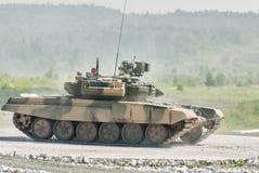 Réservoir T-80s dans le mouvement Photographie stock libre de droits