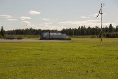 Réservoirs de carburant d'une distance Image libre de droits