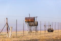Réservoirs de carburant de station abandonnés Images libres de droits