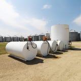 Réservoirs de carburant et pompes. Image libre de droits