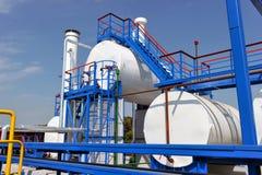 Réservoirs de carburant et tuyaux de gaz blancs de couleur Images stock