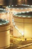 Réservoirs de stockage d'huile Photos stock
