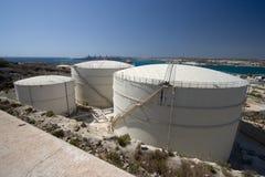 Réservoirs de stockage d'huile, Malte Image stock