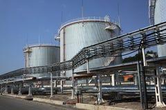 Réservoirs de stockage de combustible de gaz et dérivé du pétrole Images libres de droits