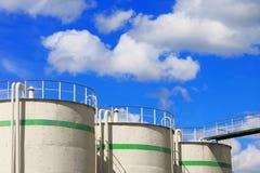 Réservoirs de stockage de pétrole Photos libres de droits