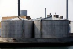Réservoirs de stockage de pétrole pour le stockage du combustible Images stock