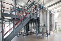 Réservoirs en acier de chrome Système de préparation de mélange de levure Image libre de droits