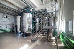Réservoirs en acier de chrome Système de préparation de mélange de levure Photo libre de droits
