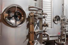 Réservoirs en acier pour effectuer de vin Image stock
