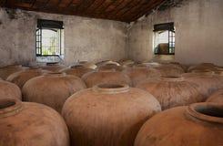 Réservoirs en béton pour la vigne image libre de droits