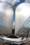 Réservoirs et canalisations argentés Photo stock