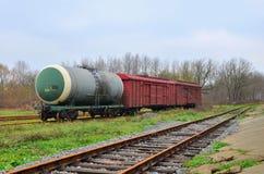Réservoirs ferroviaires, voitures de fret, conteneurs, transport de pétrole, essence, pétrole ou gaz par chemin de fer photographie stock