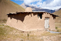 Résidence de la population locale dans les montagnes du Kirghizistan Photos libres de droits