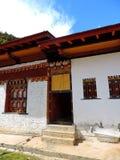 Résidence de moine au temple de Lhakhang Karpo en vallée de Haa située dans Paro, Bhutan images libres de droits
