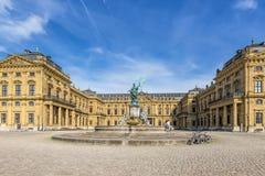 Résidence de Wurtzbourg et fontaine de la Franconie de statue photo stock