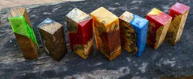 Résine époxyde stabilisant le fond jaune en bois exotique de noeud d'Afzelia, la photo d'image d'art abstrait, la conception d'im image stock