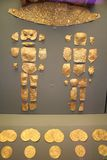 Résultats de tombe d'arbre : Ornements d'or images stock