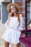 Résumé blanc élégant sexy de visage de costume de robe de coton d'usage de femme joli Image libre de droits