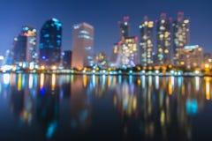 Résumé, bokeh de tache floue de lumière de paysage urbain de nuit, fond defocused Image stock