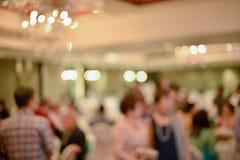 Résumé brouillé de la cérémonie de mariage dans le hall de convention photo stock
