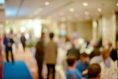 Résumé brouillé de la cérémonie de mariage dans le hall de convention image libre de droits