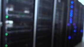 Résumé brouillé de la pièce de serveur, centre de traitement des données banque de vidéos